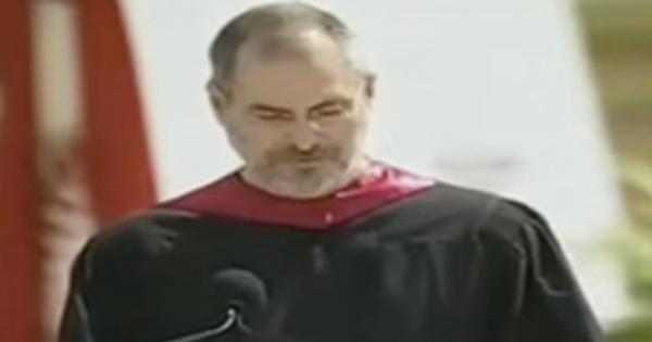 Steve Jobs a jeho motivačný príhovor študentom